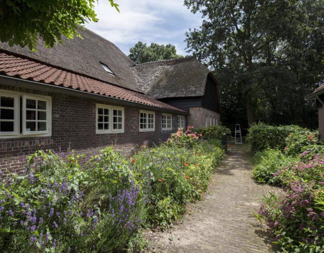 Onderhoud aan een 17e eeuwse woonboerderij in Raamsdonk
